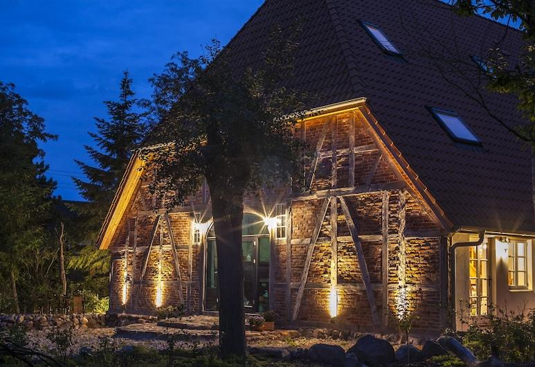 黑默爾斯多夫湖菲倫霍夫酒店, 拉特考, 住宿正面