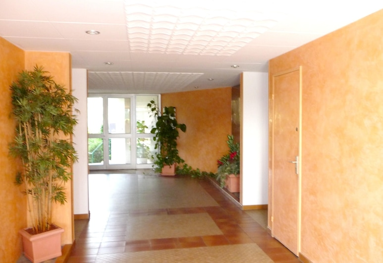Apartment With one Bedroom in Mandelieu-la-napoule, With Wonderful Mountain View, Pool Access, Enclosed Garden - 200 m From the Beach, Mandeljēlanapūla, Naktsmītnes ieeja