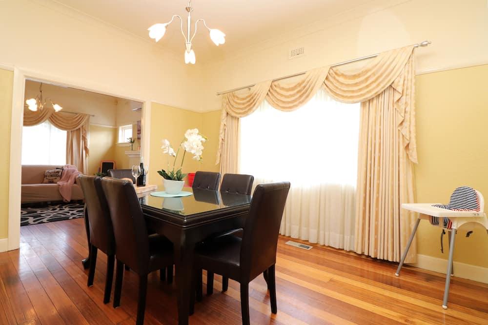 Familjehus - 2 sovrum - Matservice på rummet