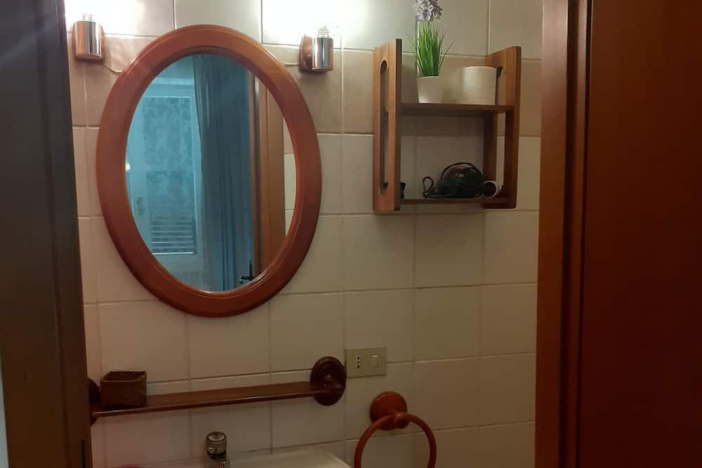 Doppel- oder Zweibettzimmer, eigenes Bad - Badezimmer