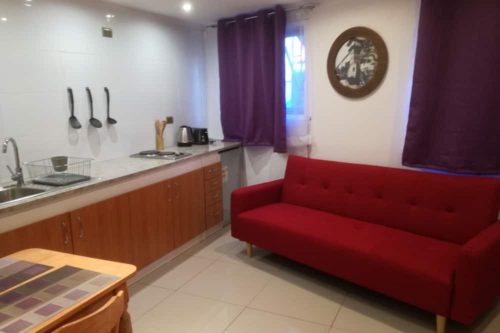Suite estudio Confort, 1 cama King size con sofá cama, para no fumadores, vista al patio - Sala de estar
