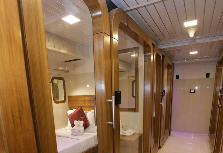 Qubestay Airport Capsule Hotel & Hostel, Mumbai, Business Cabin, Women only, Guest Room