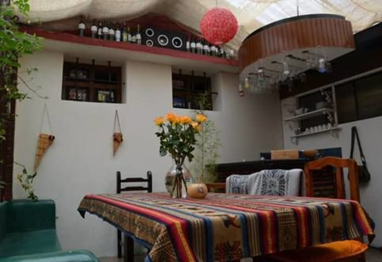 Kingdom Chasky Guesthouse, Quito, Hotel Bar