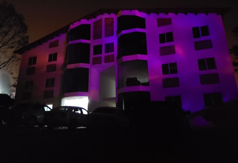 Herradura VIP, Mazamitla, Fassade der Unterkunft – Abend/Nacht
