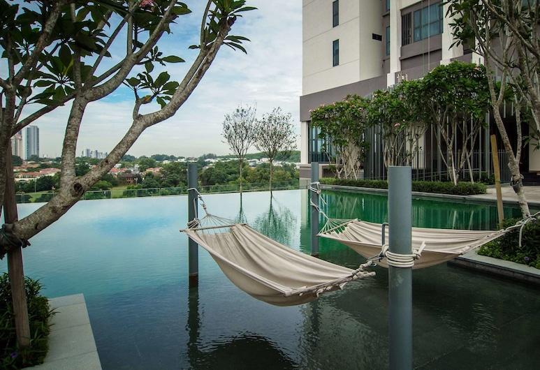 瀟灑 1 房蘇麗雅站旁飯店, 八打靈再也, 室外游泳池