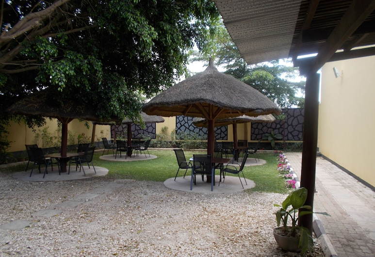 Cozy Lodge, Lusaka, Outdoor Dining