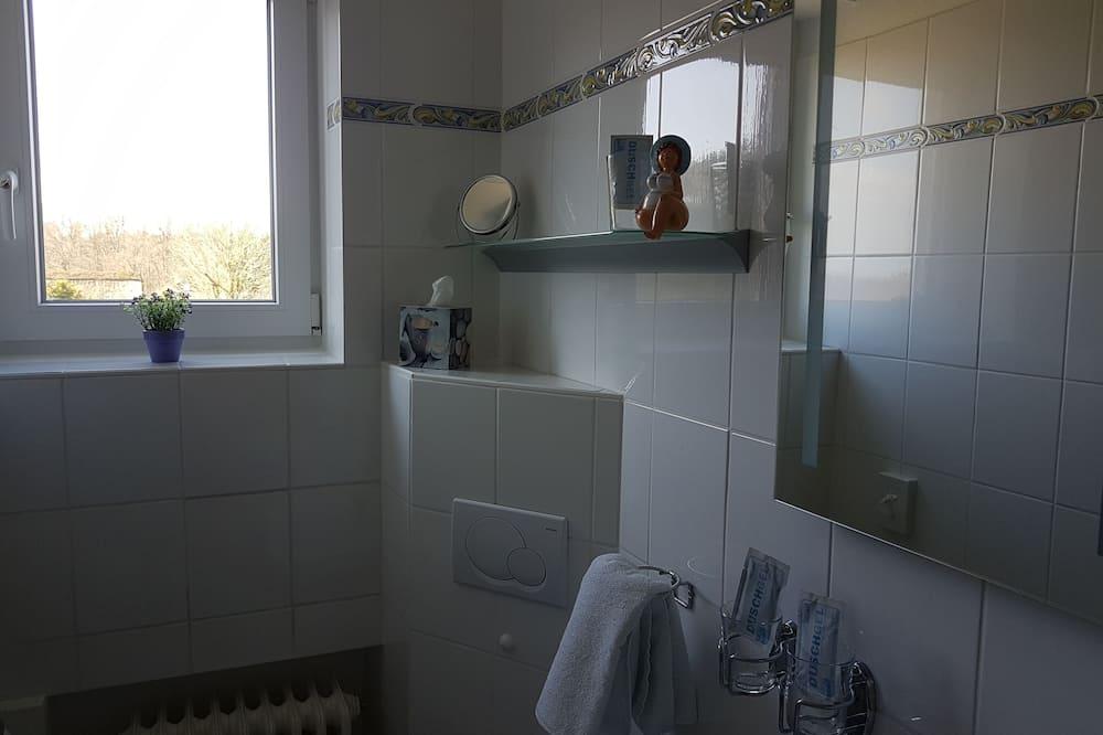 Classic Twin Room, Non Smoking - Bathroom