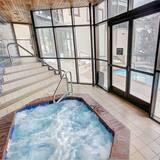 Appartement, Meerdere bedden (Centennial 1 Bedroom  Condo Unit No. ) - Spabad binnen