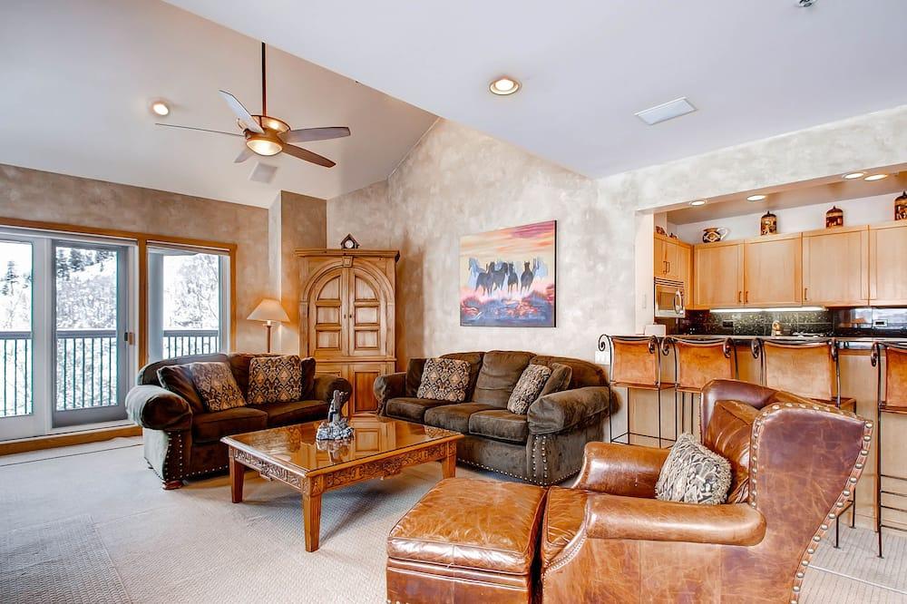 Apartament, Wiele łóżek (Centennial 3 Bedroom Condo unit no. 2) - Salon