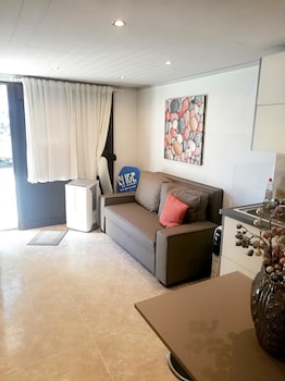 Image de Studio in Estoril, With Wonderful City View and Wifi - 100 m From the Beach à Cascais