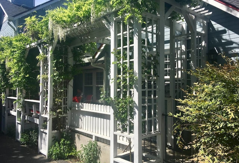 Oak Hideaway Cottage- 1.5 Blocks to OSF, Ashland