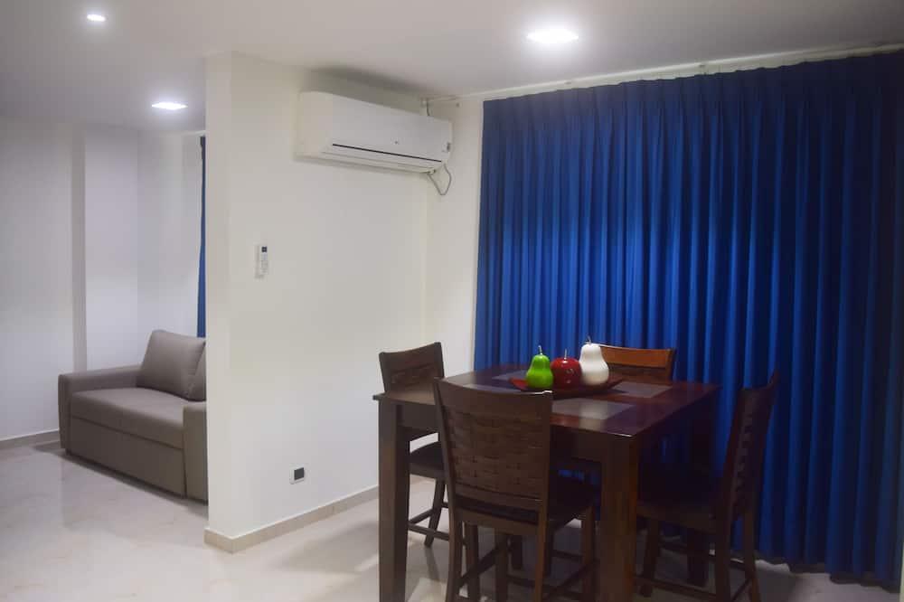 شقة سوبيريور - ٣ غرف نوم (Ap 4) - تناول الطعام داخل الغرفة