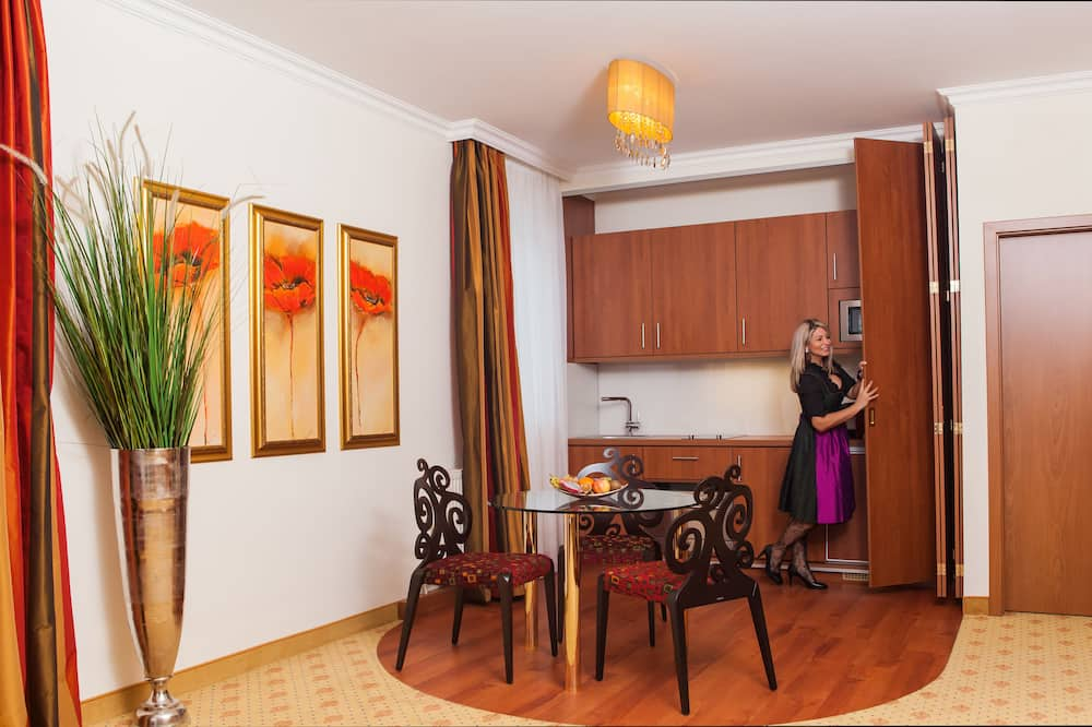 Classic Suite, 1 Bedroom, Non Smoking, Balcony - In-Room Dining