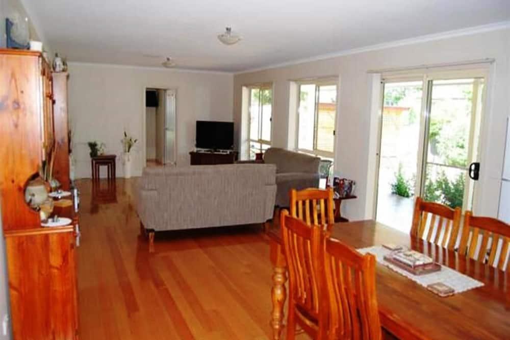 Comfort Double Room, 1 Queen Bed, Non Smoking - Living Area