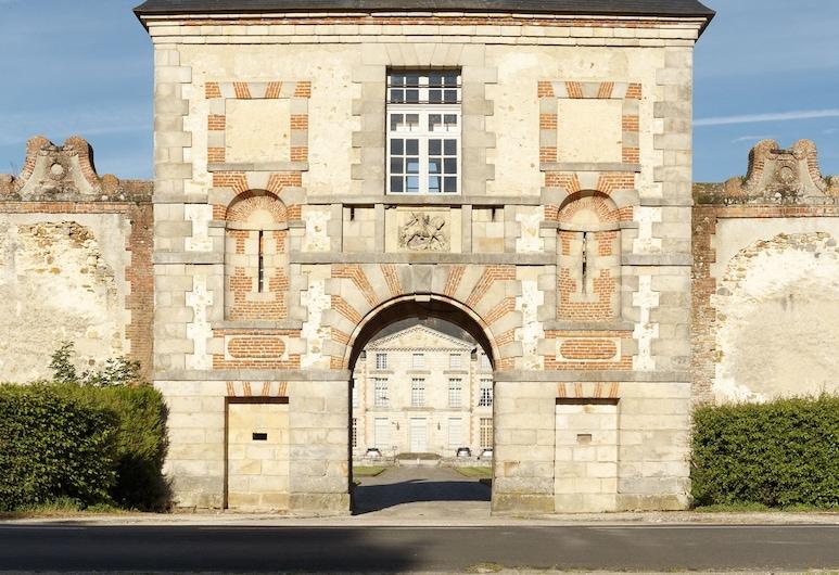 La Poterne de Fleury, Fleury-en-Bière, Hotel Front