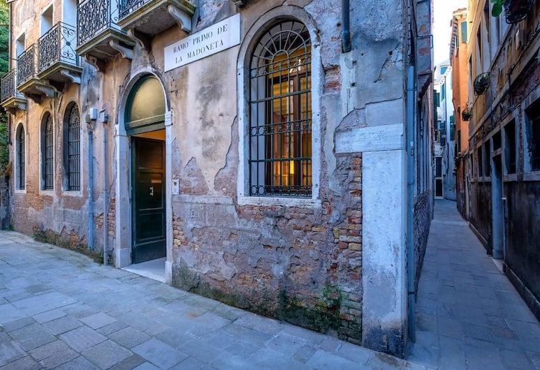 Ca' del Ramo D'oro, Venetsia, Ulkoalueet