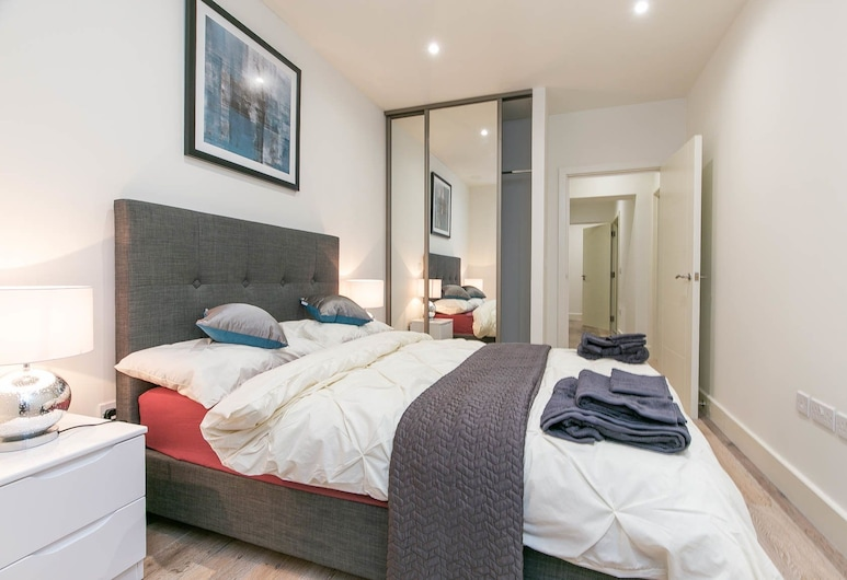 Deluxe Heathrow Apartments & Parking, Hayes, Business Apartment, 1 Double Bed with Sofa bed, Accessible, Non Smoking, Room
