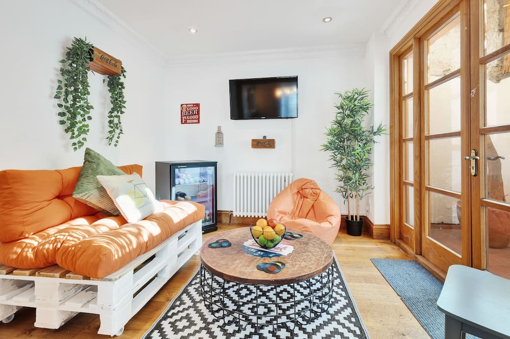 Domek, více ložnic - Obývací pokoj