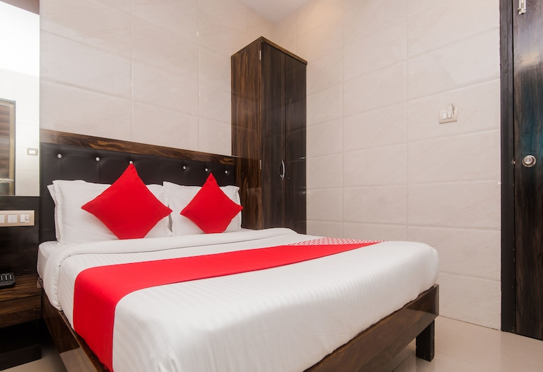 OYO 7481 Hotel Plaza, Mumbai, Double or Twin Room, Guest Room