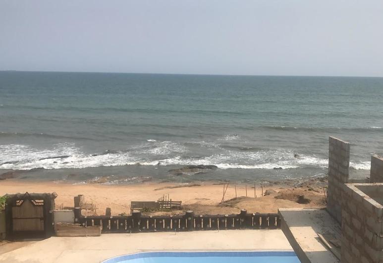 Nana Swiss House Beach Resort, Akra