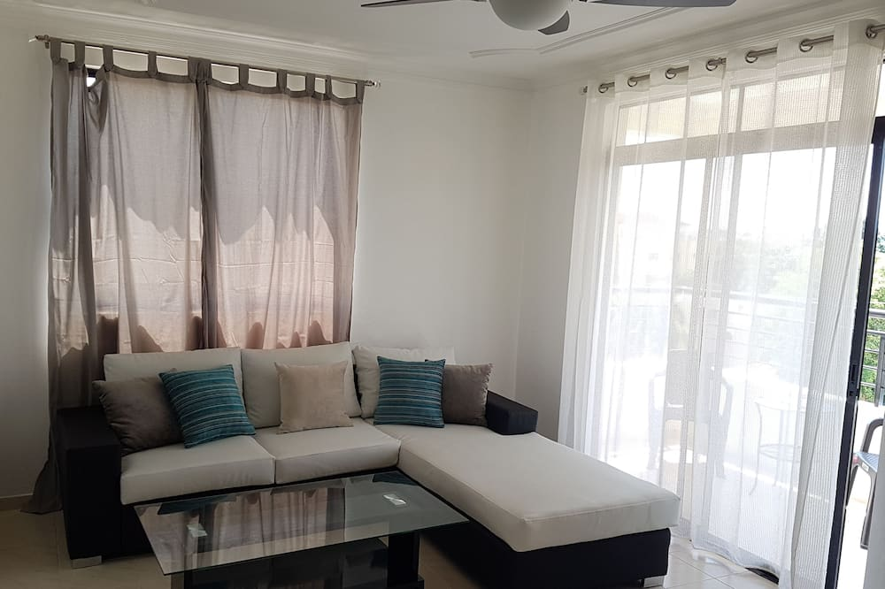 Comfort Apartment, 3 Bedrooms, Non Smoking - Living Area