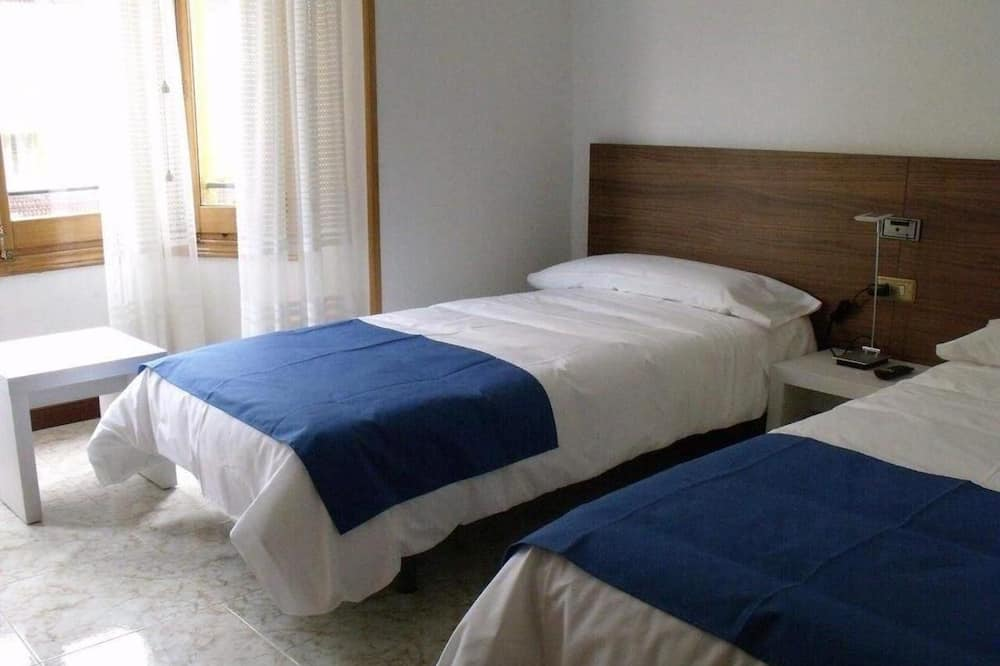 Twin Room, Private Bathroom - Guest Room