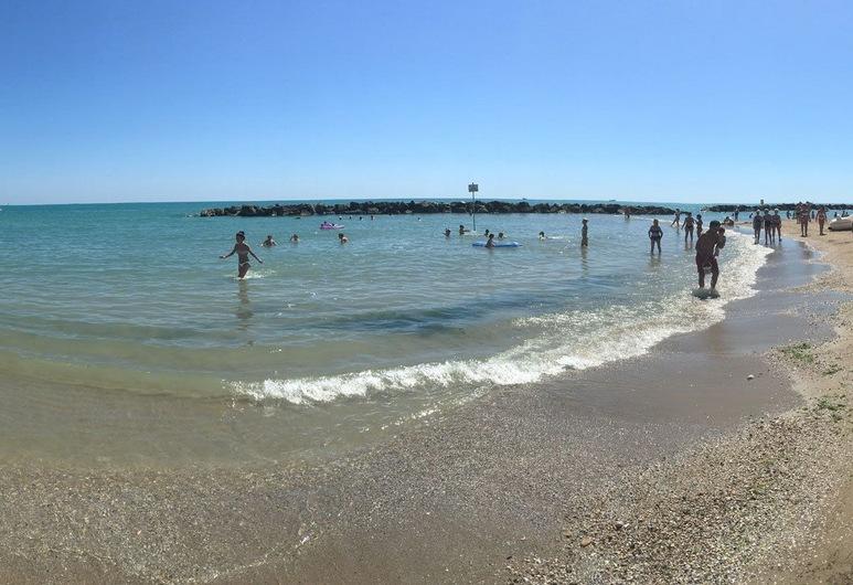 Grand Hotel Adriatico, Монтесільвано, Пляж