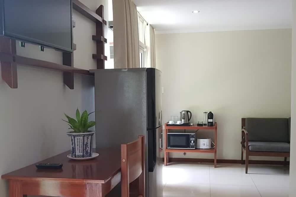 Studiosviitti - Ruokailu omassa huoneessa