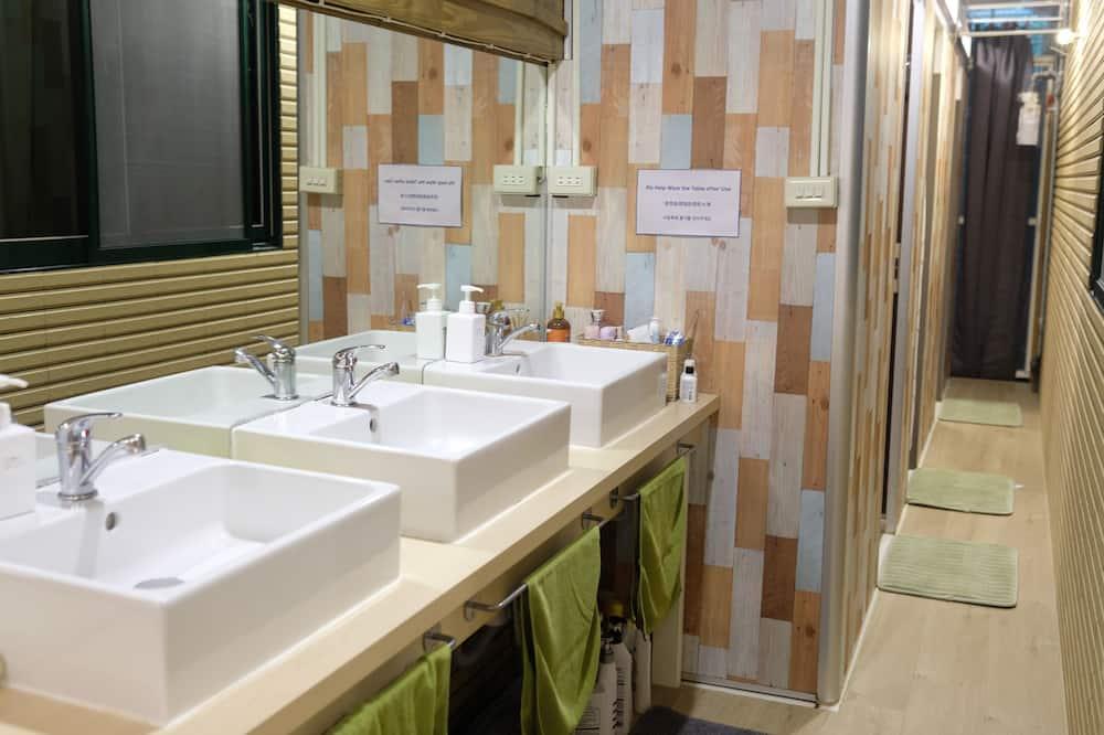 Dormitorio compartido Confort, dormitorio mixto, para no fumadores (C-one bed) - Baño