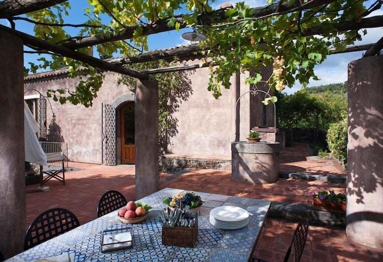 Palmento Monterosso, Trecastagni, Terrace/Patio