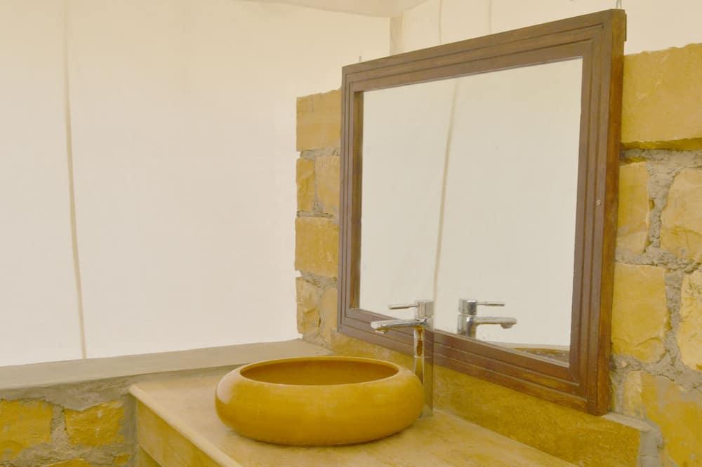 Deluxe Tent (Non AC) - Sink Bilik Mandi