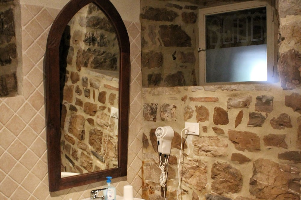 Classic-Doppelzimmer, eigenes Bad, Erdgeschoss - Badezimmer