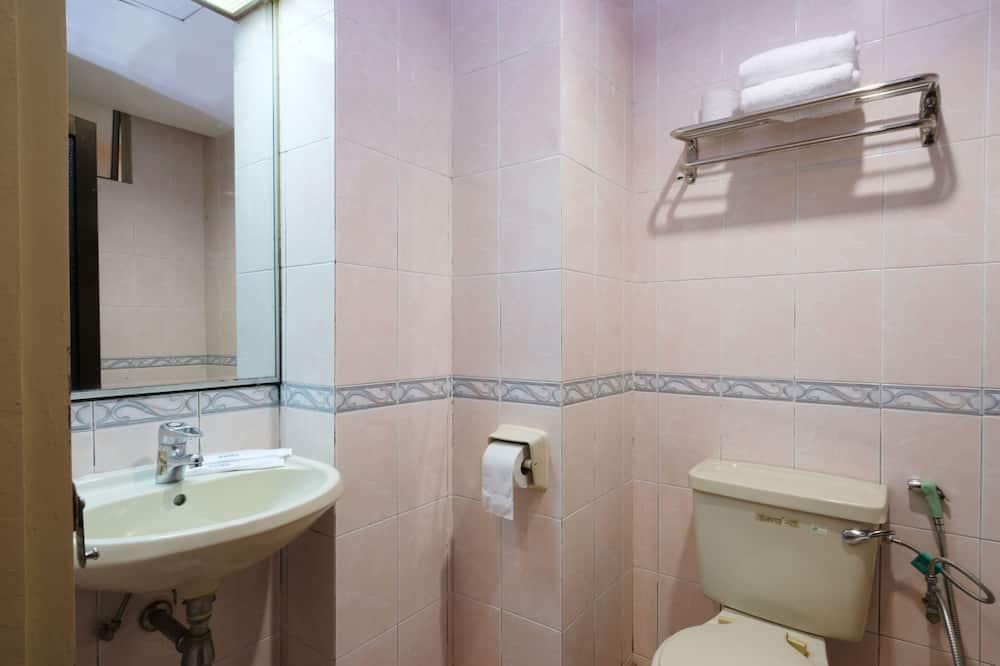 Standard - kolmen hengen huone, Useita sänkyjä - Kylpyhuone