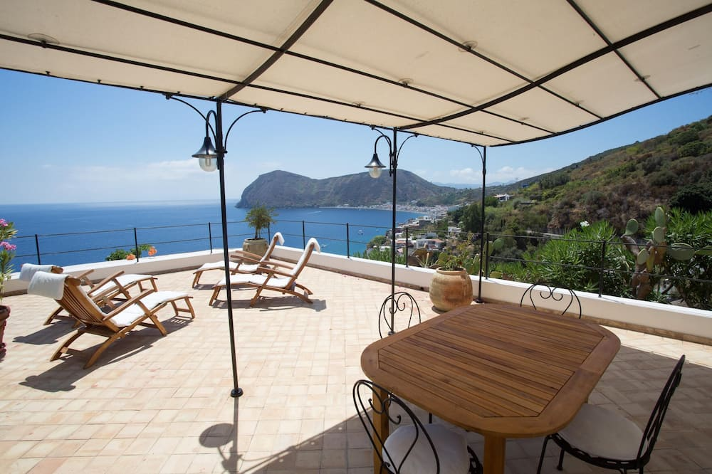 House With 2 Bedrooms in Lipari, With Wonderful sea View, Furnished Terrace and Wifi - 300 m From the Beach