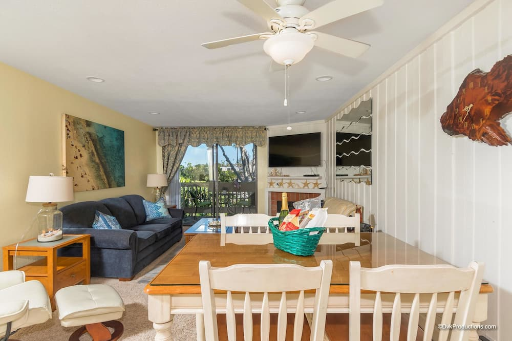 House, 1 King Bed with Sofa bed (Starfish Cove) - In-Room Dining