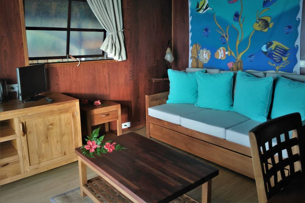 Deluxe Bungalow, 1 King Bed, Lagoon View - Living Area