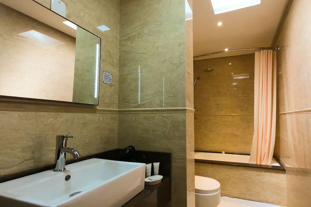 Luxury Double Room, Bathtub - Bilik mandi