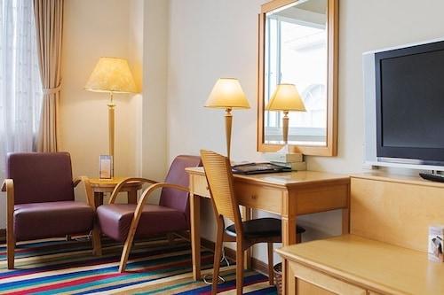 โรงแรมเวสต์เลค