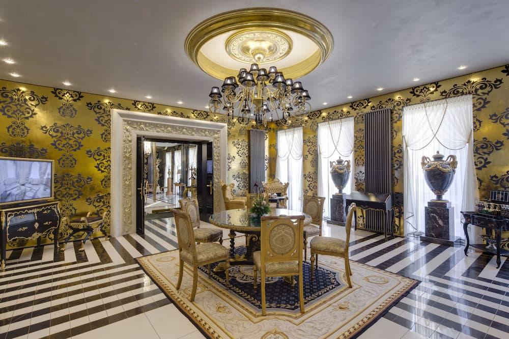 Royal apartman, 3 hálószobával, concierge szolgáltatás, kilátással a városra - Nappali rész