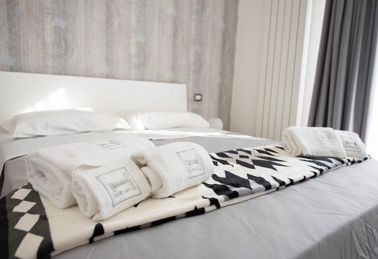 Hermes Rooms for tourists, Neapel, Deluxe dubbelrum - 1 queensize-säng - privat badrum - utsikt mot staden, Gästrum