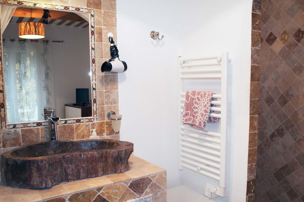 Double Room (Grozhibou) - Bathroom
