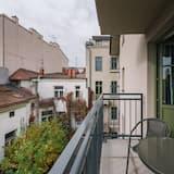 經典開放式客房, 1 張特大雙人床及 1 張梳化床, 非吸煙房, 庭園景 - 露台