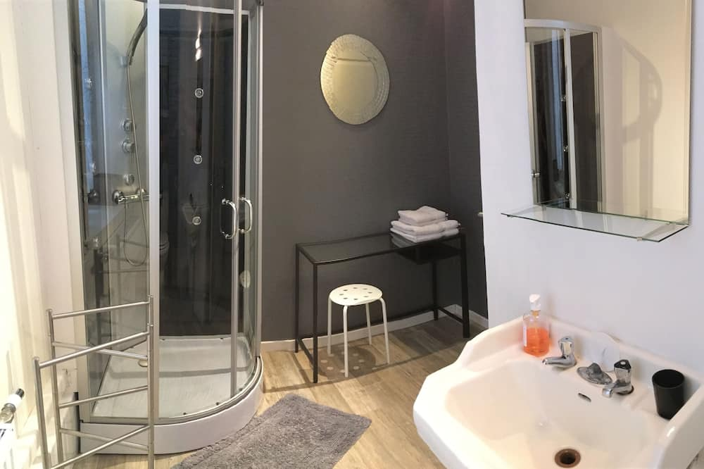 Kamar Double (Faustine) - Kamar mandi