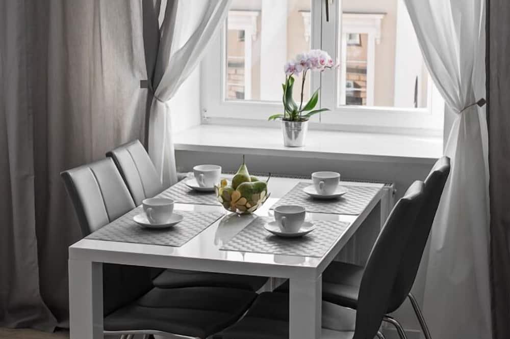 Comfort-Studiosuite, Mehrere Betten, Nichtraucher, Stadtblick - Wohnzimmer
