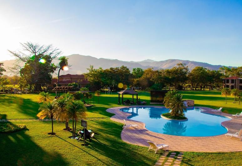 大卡波拉爾飯店, 奇基穆拉省, 游泳池
