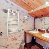 Τετράκλινο Δωμάτιο - Νιπτήρας μπάνιου