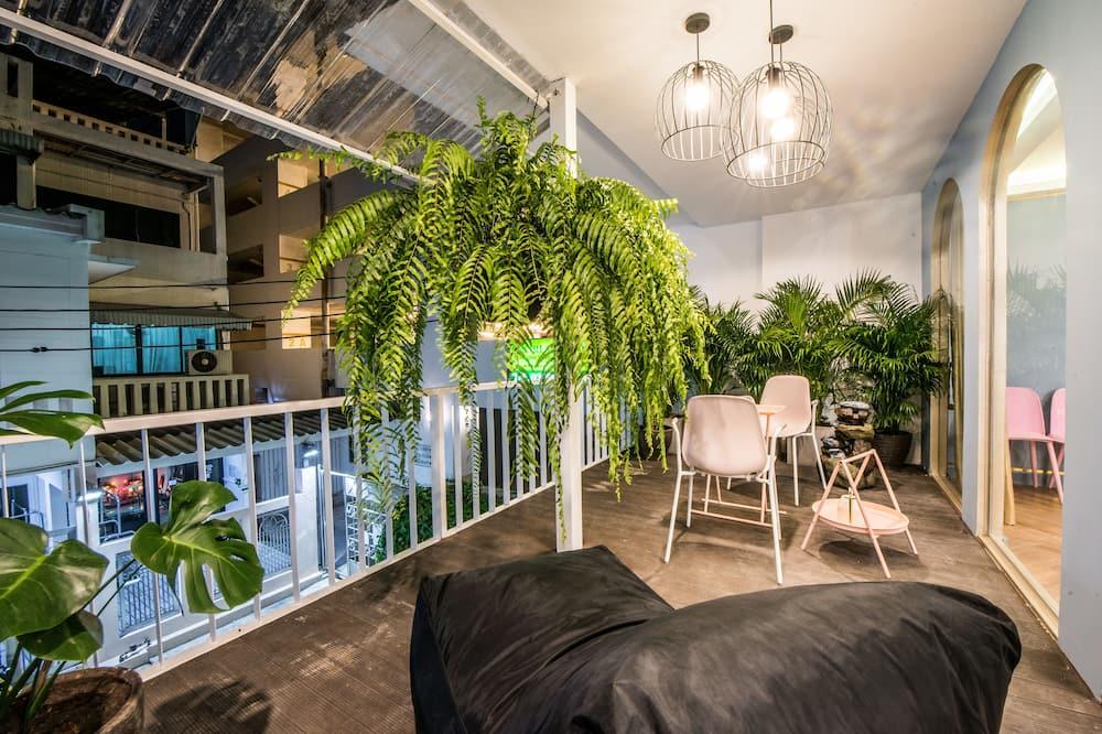 4 Bedrooms Penthouse Suite - Balcony
