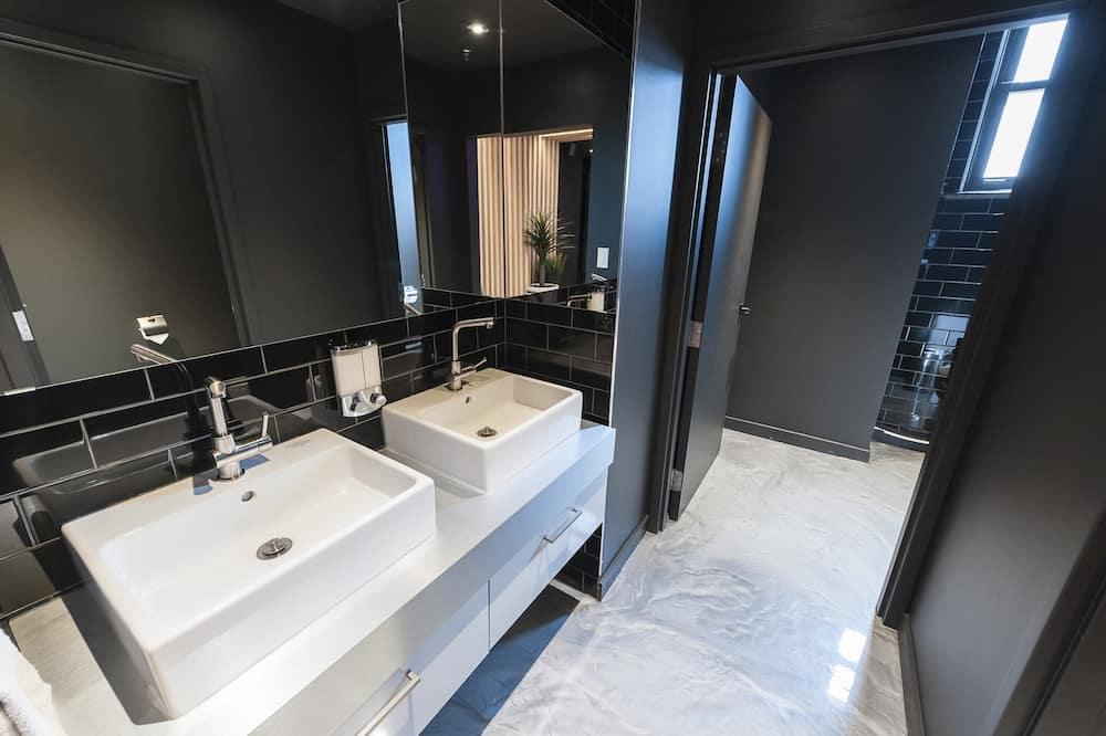 Loft Premium, Beberapa Tempat Tidur - Kamar mandi