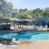 平房, 2 間臥室, 熱水浴缸 (The Cottage at Whitetail Ridge Retrea) - 泳池
