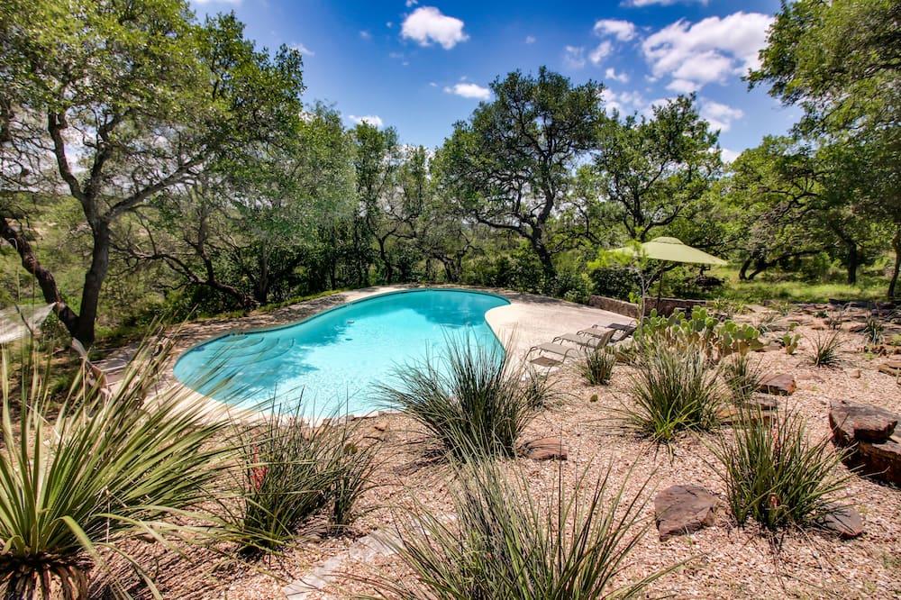 單棟房屋, 4 間臥室, 可使用泳池, 花園 (Big Red Homestead) - 泳池